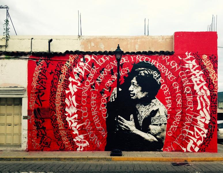 Mural de Lapiztola y Said Dokins dedicada a los 43 estudiantes desaparecidos de Ayotzinapa.
