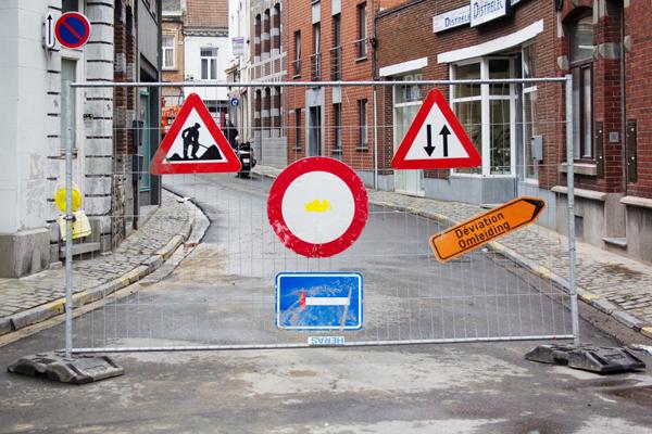 """""""Payaso con cicatriz"""". Intervención de Mathieu Tremblin y Obêtre en Mons, Bélgica. Foto: Mathieu Tremblin."""