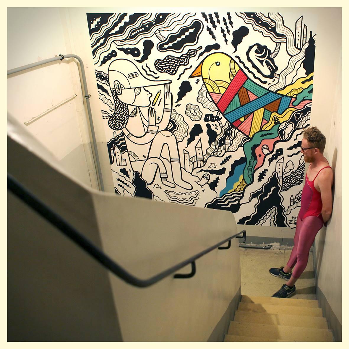 Obra y autor en una exposición en Marsella, Francia. Foto: Franeth Batik