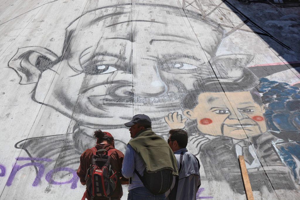 Salinas y Peña en un mural dibujado por habitantes de Nochixtlán. Foto: Octavio Gómez.