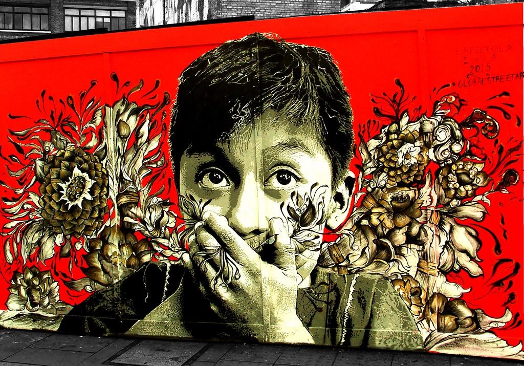 Mural colaborativo de Lapiztola en Londres.