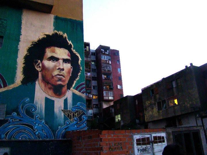Retrato de Carlos Tévez. Mural de Martin Ron.