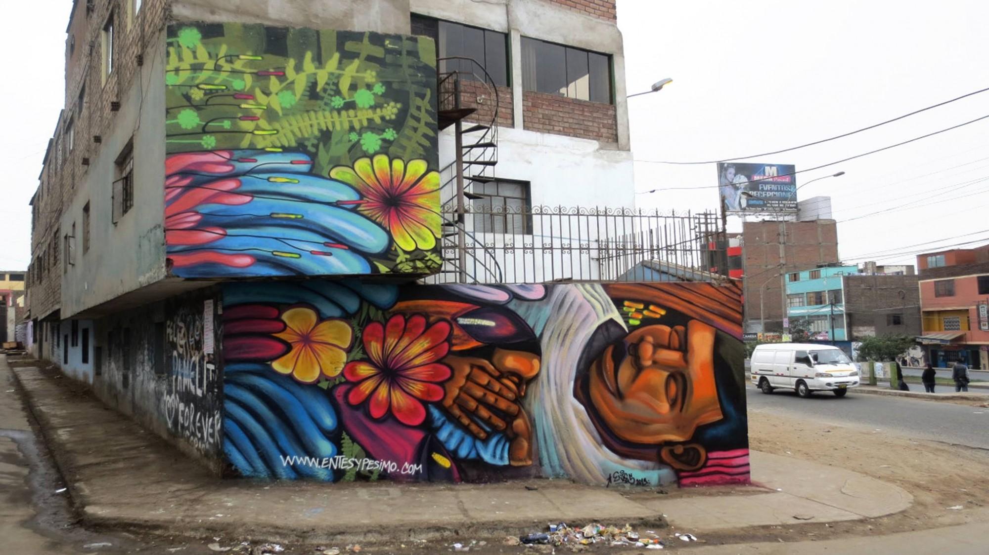 Mural de Entes y Pésimo en Lima.